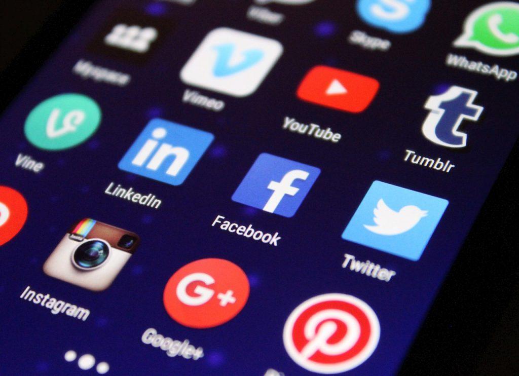 How Can Car Salesmen Promote On Social Media